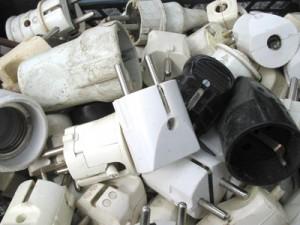 Les matières plastiques qui représentent en moyenne 30 % de la composition des DEEE sont recyclées